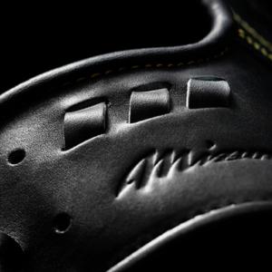 手首にフィットし、押さえを効かせる ベロ上部の専用設計5Dベロ